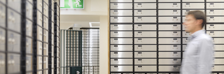 Safe deposit box key